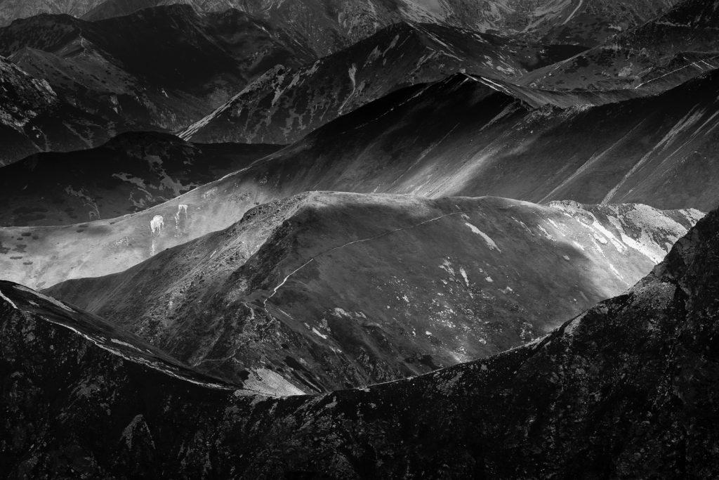 Góry w czerni i bieli - fotografia wykonana Tamronem 70-200 G2.