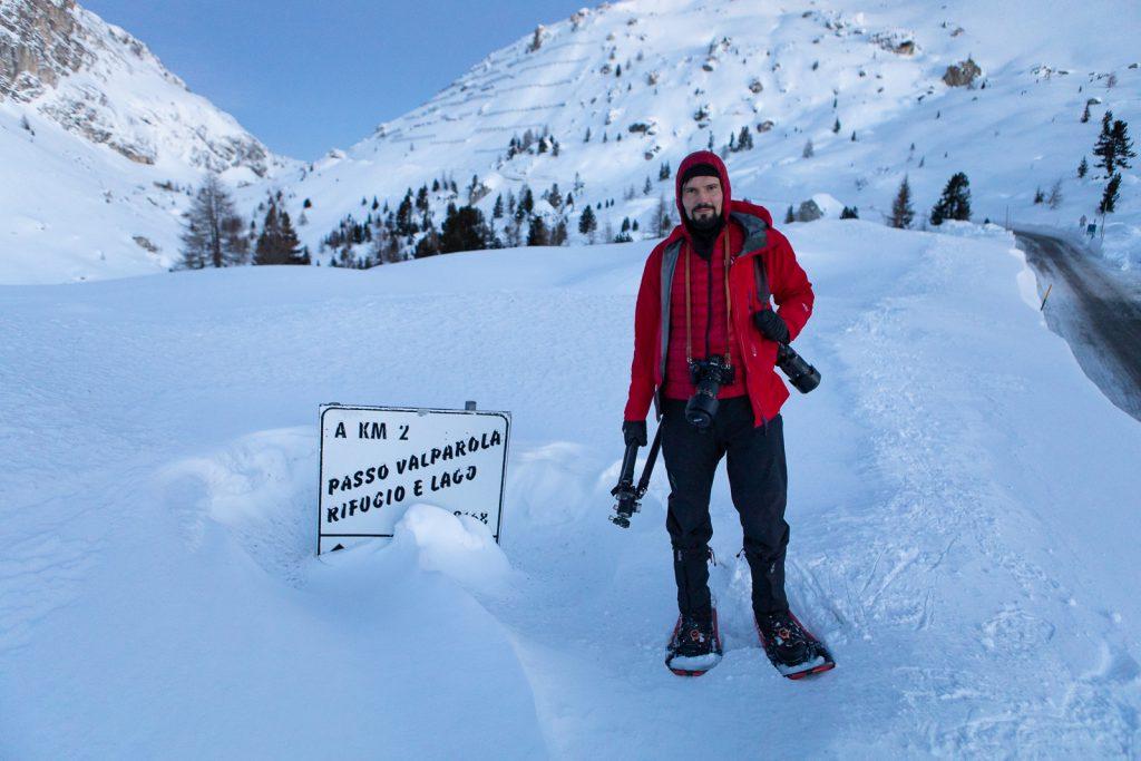 Fotograf na Passo Falzarego zimą