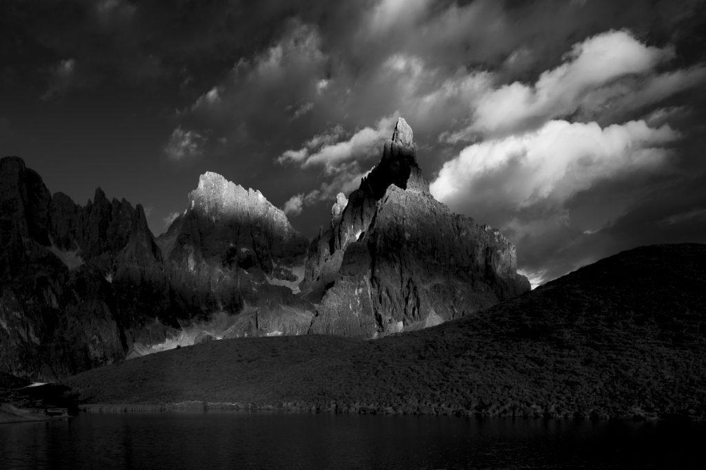 Czarno-biała fotografia Pale di San Martino