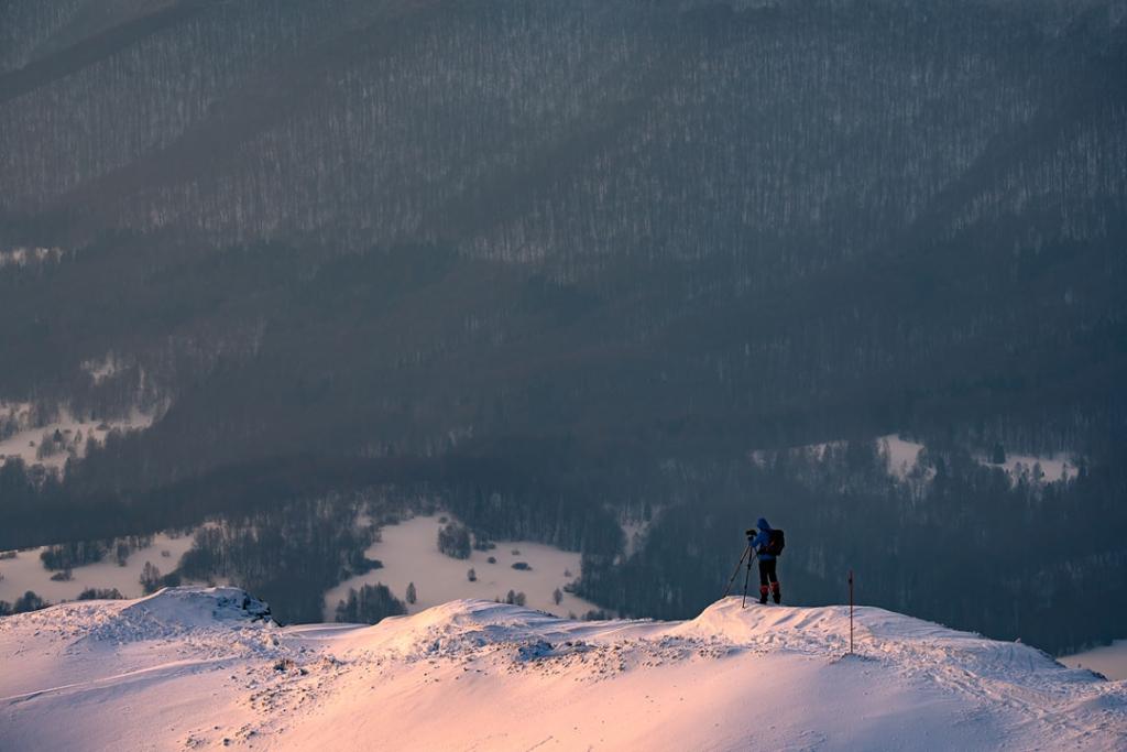 Fotograf krajobrazu zimą w Bieszczadach