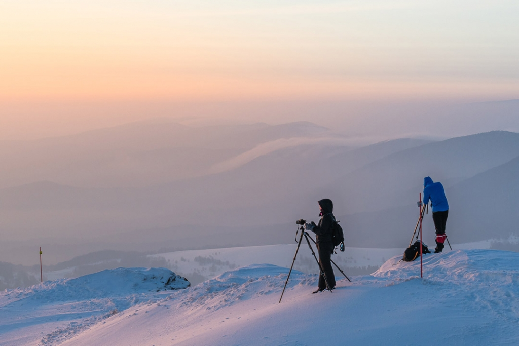 Fotograf zimą na Połoninie Wetlińskiej