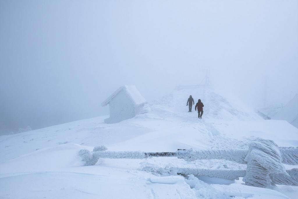 Turyści zimą w Bieszczadach